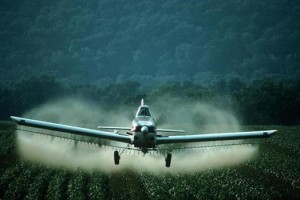 Airplane-Spraying-Agriculture-Field