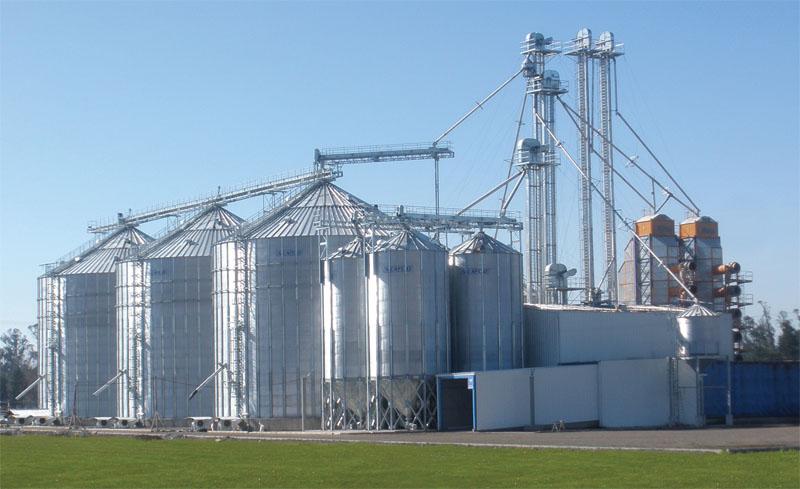 Politici ostile si interese la varf: fermierii fara silozuri, la mana marilor traderi