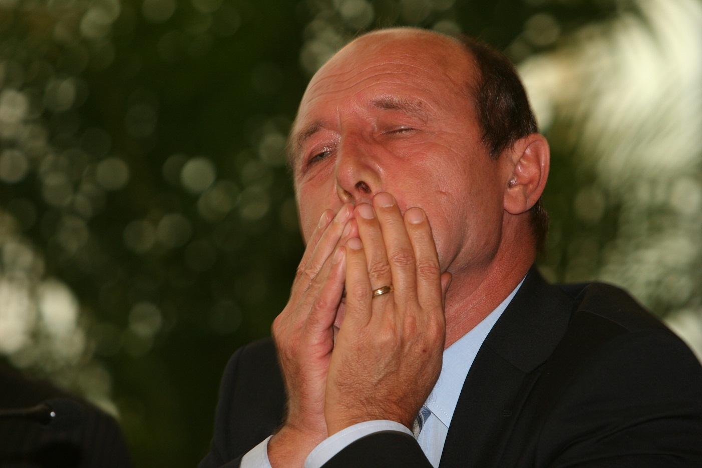 Pentru cine a creat Traian Basescu vidul legislativ de pe piata funciara? Cine pierde si cine are de castigat din respingerea legii vanzarii terenurilor?!