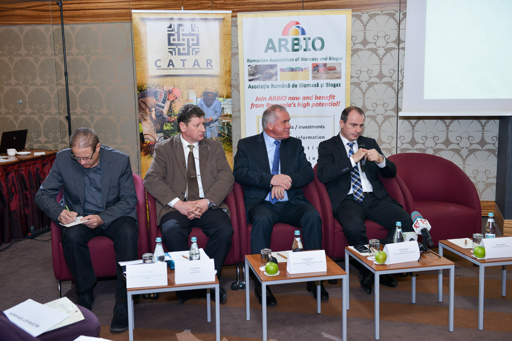 Retrospectiva CONFERINTELOR AGROstandard. Laurentiu Baciu, presedintele LAPAR: Romania este singura tara din UE care nu a depus nici macar o notificare de doua randuri prinvind amanarea vanzarii terenurilor agricole catre straini. Ceea ce nu inteleg eu, si, probabil, nici multi dintre dumneavostra nu intelegeti, este de ce in acel tratat de aderare Romania a avut conditii speciale fata de celelalte tari