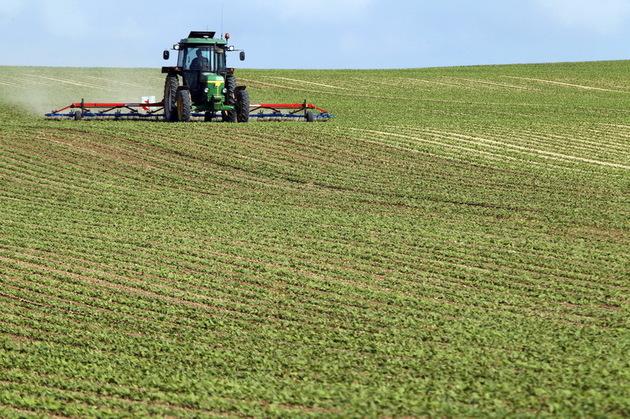 Fermierii români, acces interzis la terenurile agricole