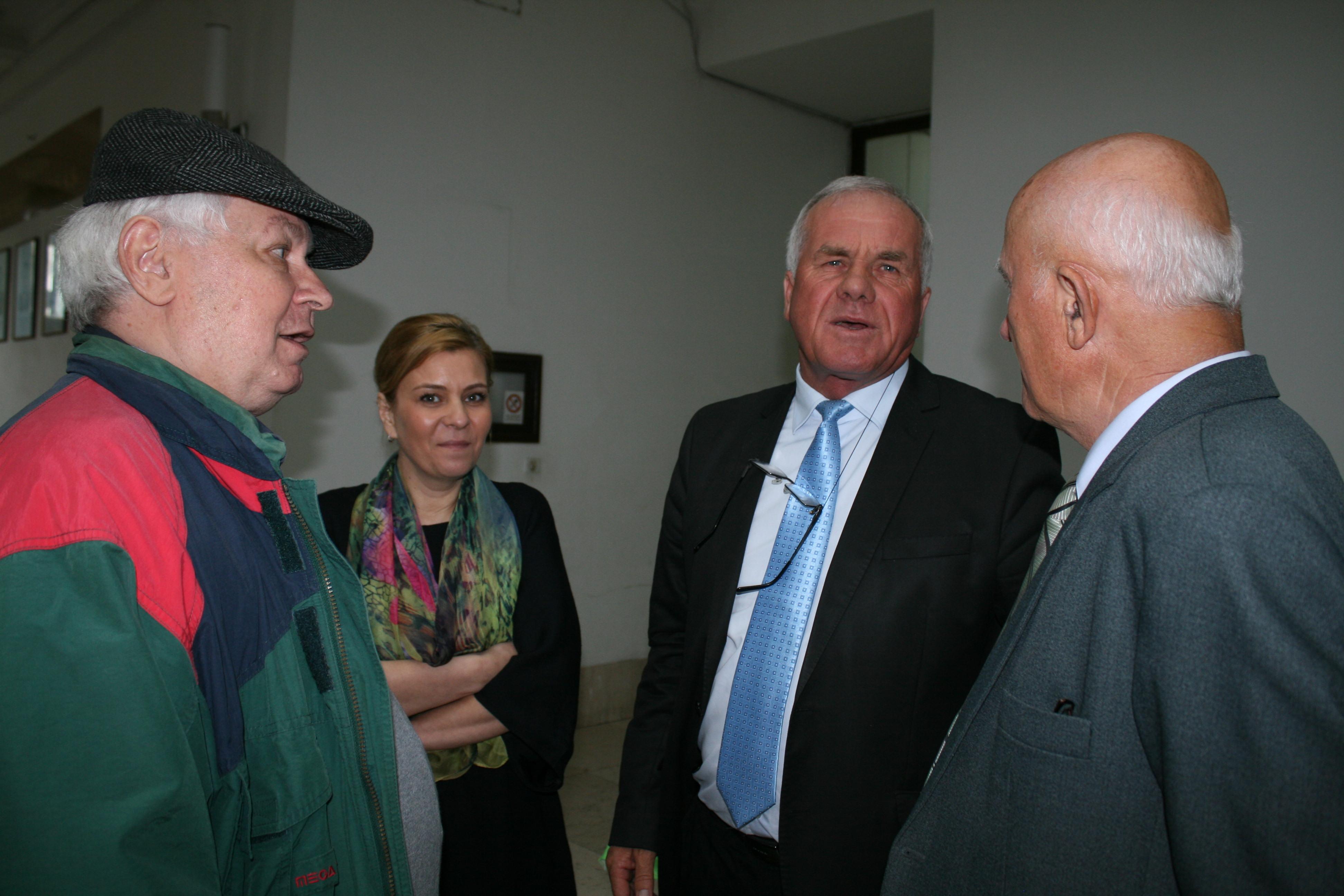 Baciu, LAPAR: pe domnul fost ministru Constantin nu l-am vazut la comisia de agricultura. E mai micut, o fi fost pe dupa vreo usa