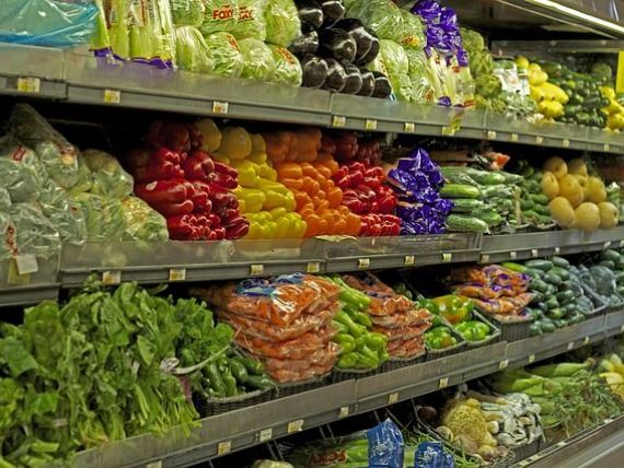 Supermarketurile, fortate sa vanda produse romanesti
