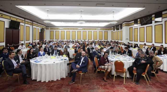 """Conferinta """"Legume – Fructe: Filiera dialogului intre producatori si retaileri"""": Un cadru de discutii pentru 180 de participanti"""