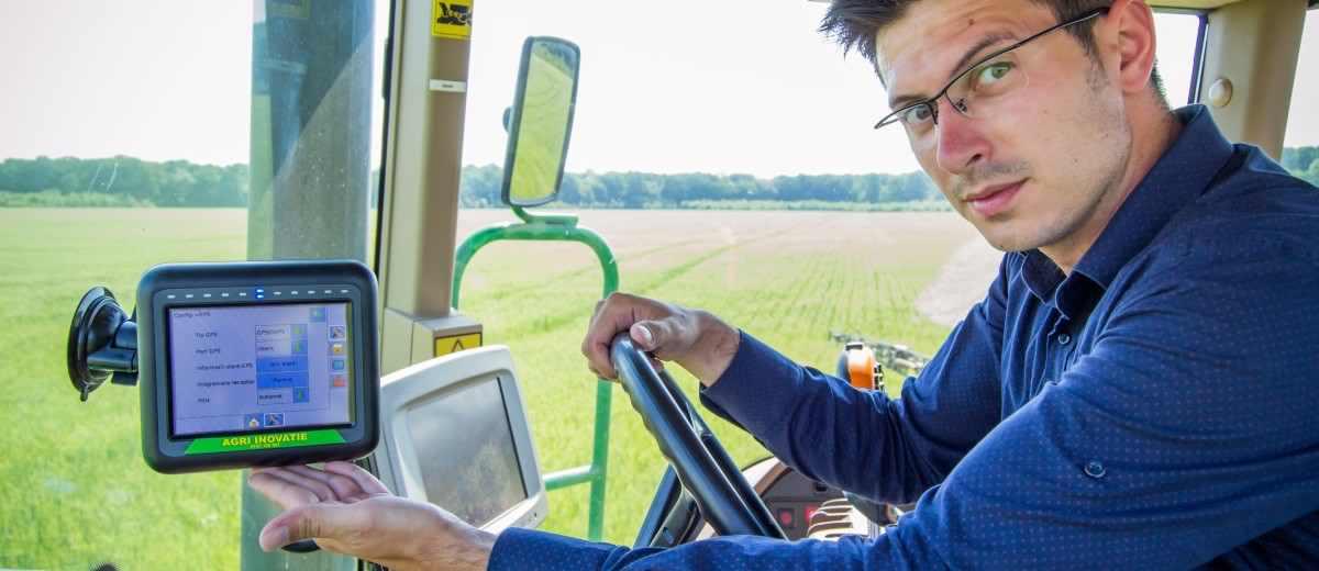Furnizor GPS: Fermierii mici si mijlocii sunt tinta noastra, pentru ca nu-si permit sa cumpere tractoare scumpe