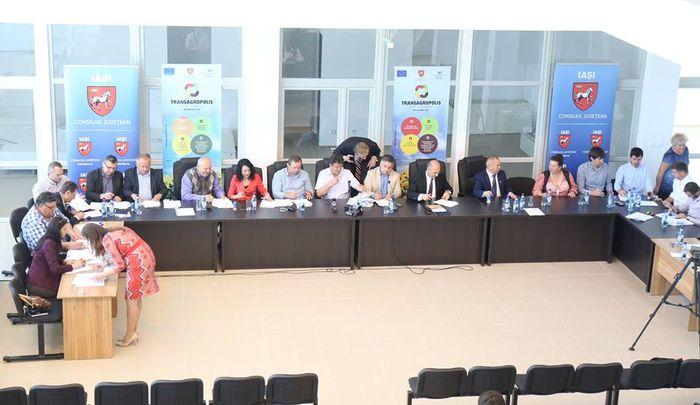 "Fermierii din zona Moldovei si-au facut cluster. Se cheama ""Agro Ferma"" si are 23 de membri"