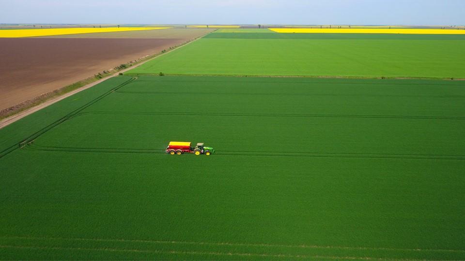 Mai putin de 2% din exploatatiile agricole din Romania dispun de un tractor