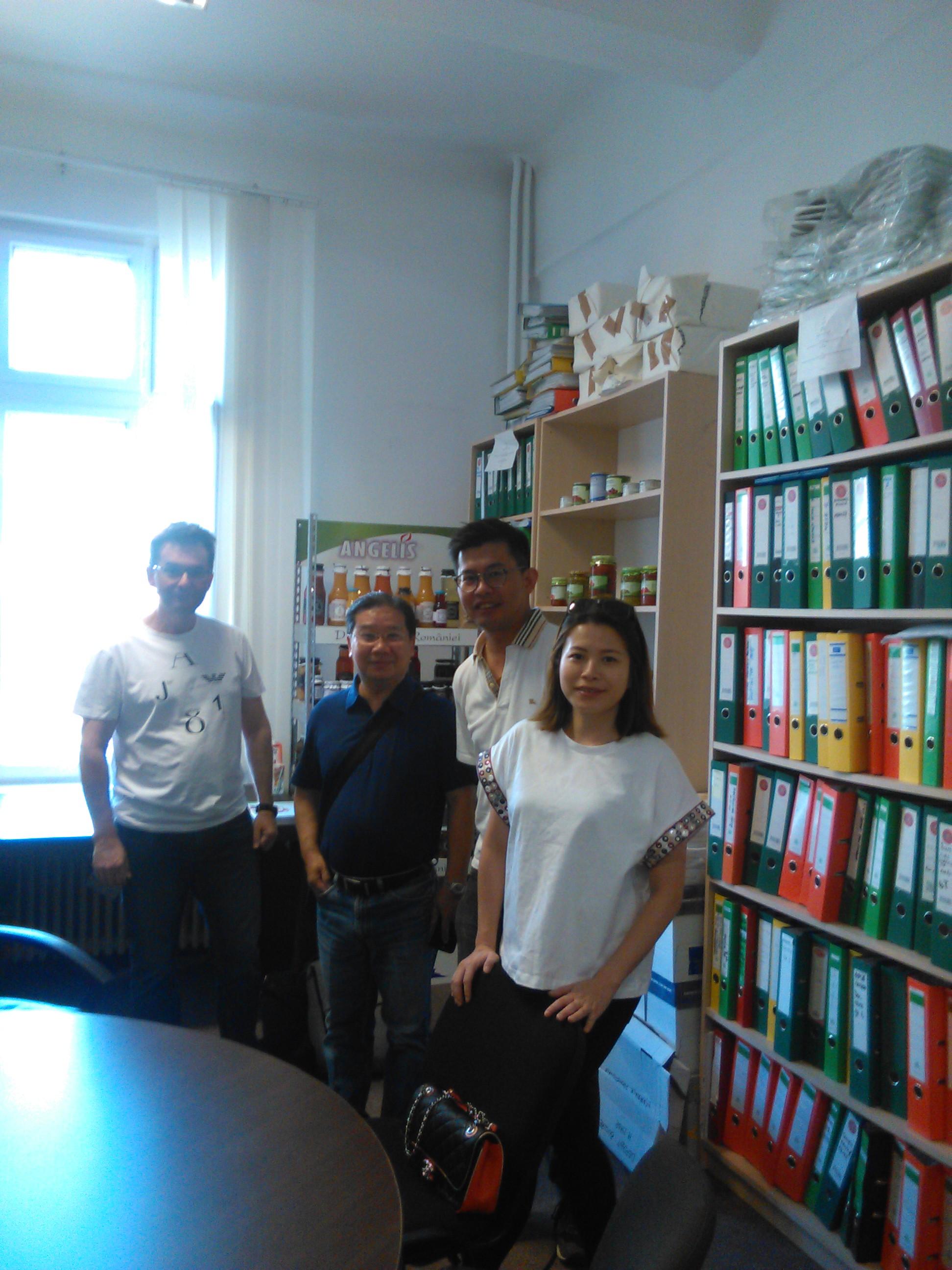 Chinezii cauta mancare in Romania