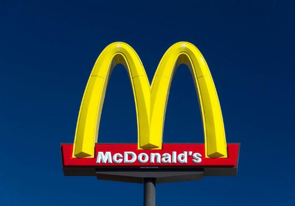 McDonald's nu mai serveste pui de gaina tratati cu antibiotice in Europa din 2020