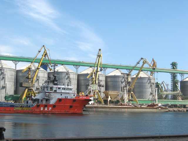 Portul Constanta, blocat. Seceta si nivelul scazut al Dunarii afecteaza grav afacerile cu cereale