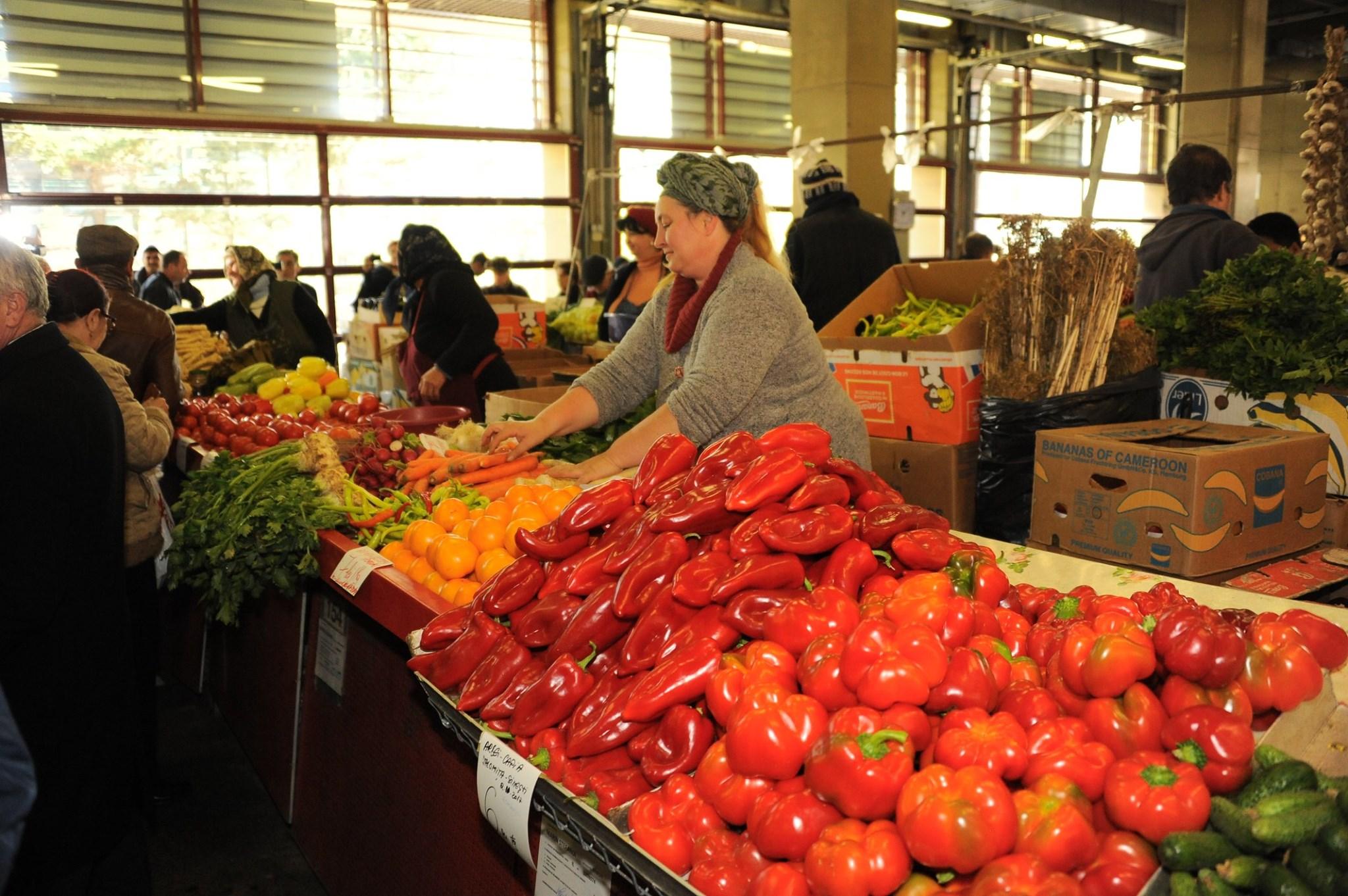 MADR: Avem cantitati suficiente de tomate, dar si alte legume din productia interna in piete si targuri