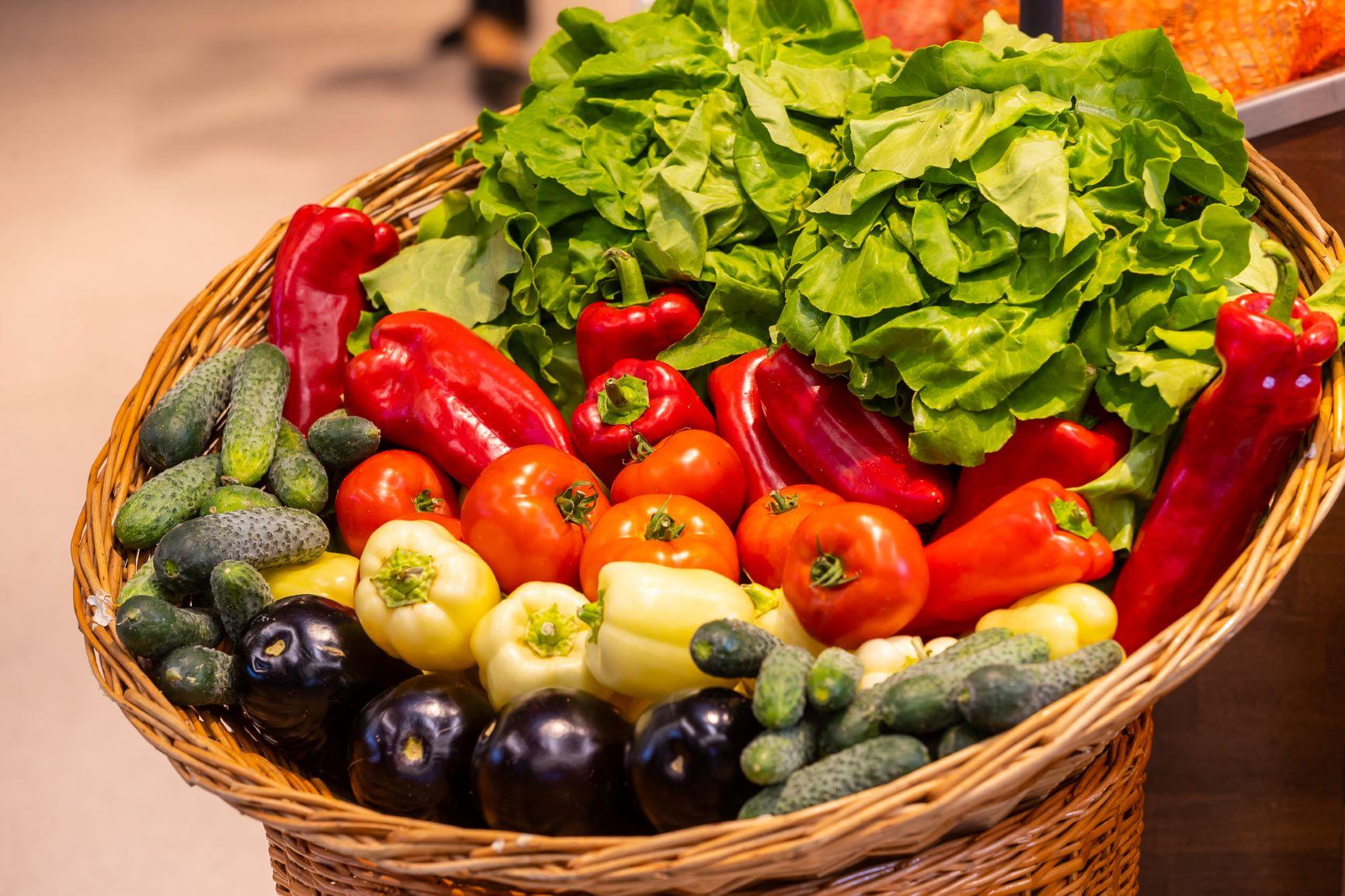 Peste 140 de producatori locali livreaza legume in Mega Image