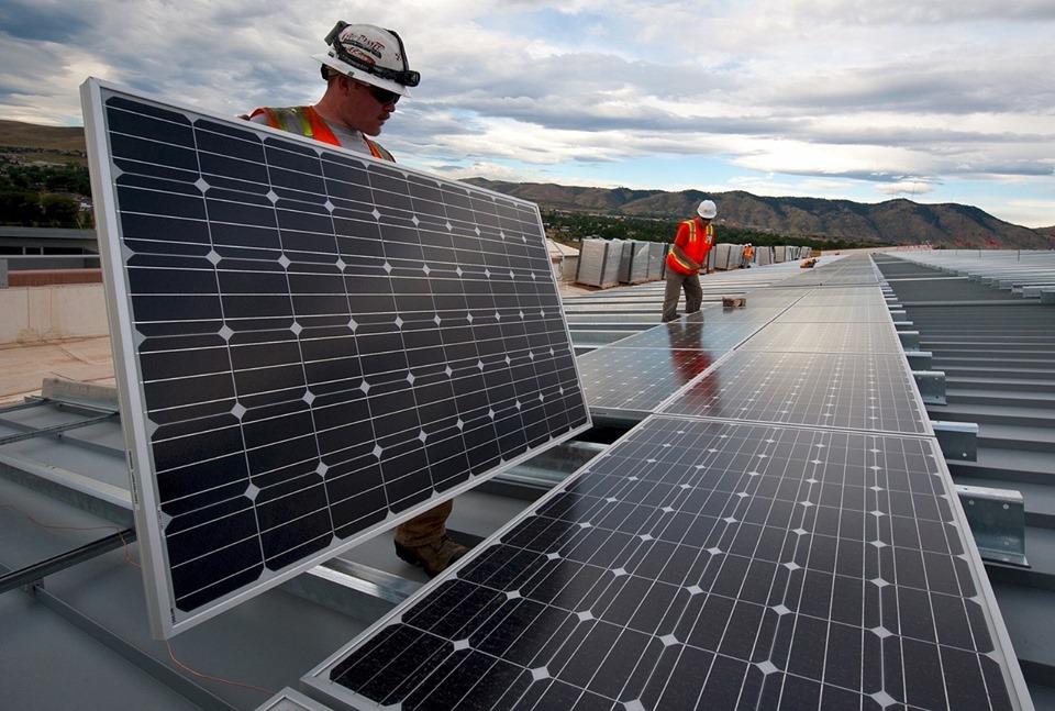 """Programul """"Casa Verde – Fotovoltaice"""", suspendat! Fonduri deja epuizate in a doua zi de la lansare?!"""