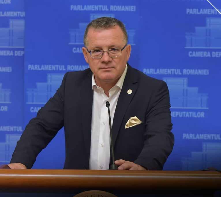 "Adrian Oros: ""Toate programele aflate in derulare si bugetate vor continua"""