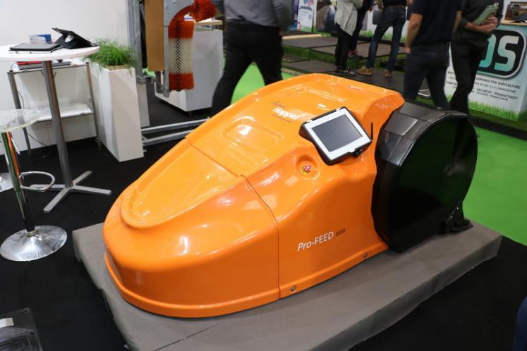 Pro-Feed 2020, robotul care impinge automat furajele