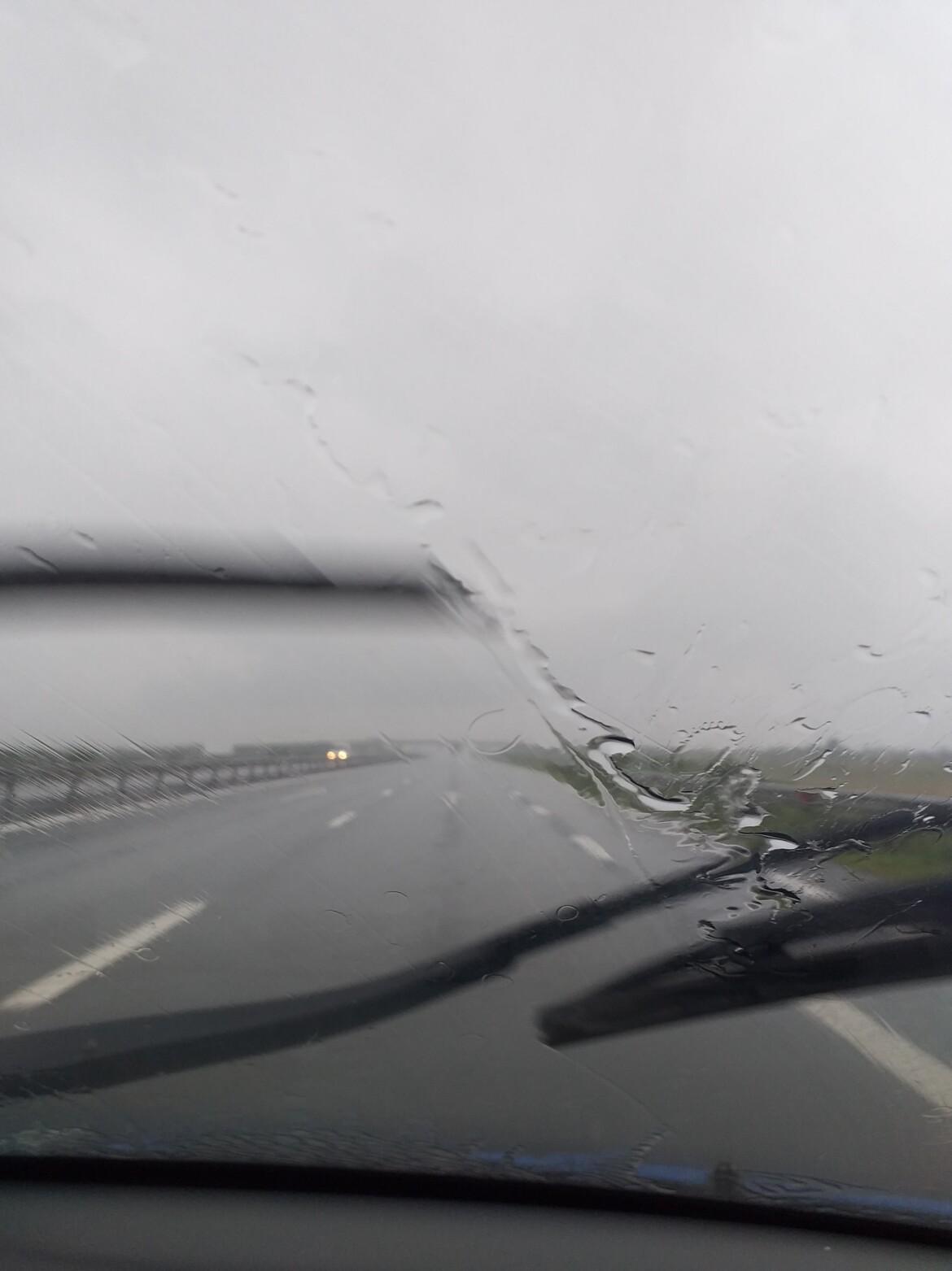 Avertizare ANM: Furtuni si ploi abundente in majoritatea regiunilor