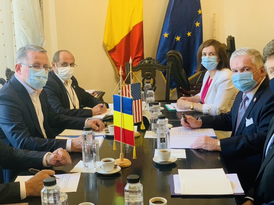 Biotehnologiile si infrastructura de irigatii, pe agenda intalnirii dintre ministrul Oros si ambasadorul Adrian Zuckerman