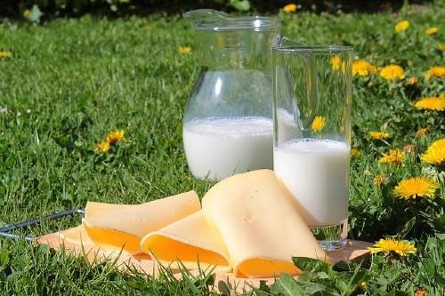 """Polonezii publica lista cu firmele """"nepatriote"""" care aduc lactate din strainatate. La noi, procesatorii se bat pe importuri"""